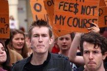Sinh viên Úc biểu tình hồi tháng 5 phản đối việc chính phủ bãi bỏ chính sách học phí để cho phép các trường tự đưa ra mức phí