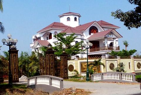 Một trong những ngôi nhà của ông Trần Văn Truyền